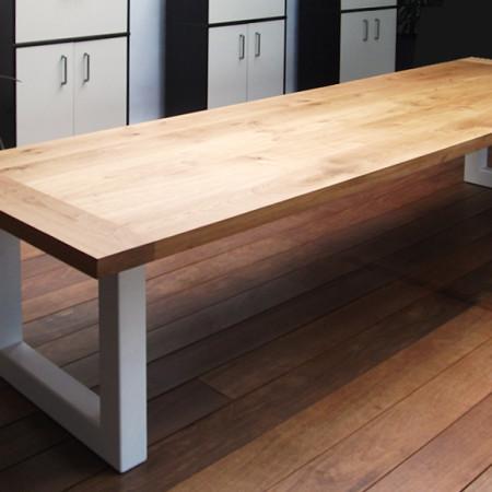 Grote kantoor-tafel | eikenhouten blad met stalen frame