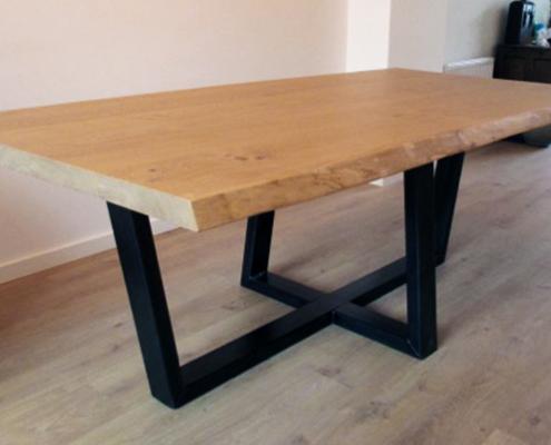 Eettafel | eikenhout en stalen frame
